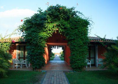 szardinia_hotel_4_csillagos_deli_part_garden_beach_hotel_resort_castiadas_epulet