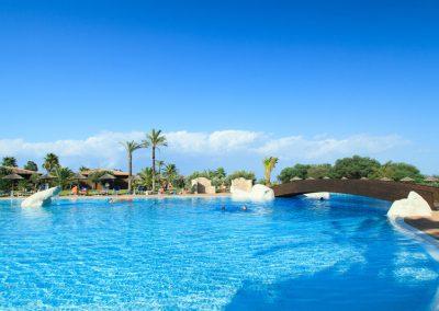 szardinia_hotel_4_csillagos_deli_part_garden_beach_hotel_resort_castiadas_medence