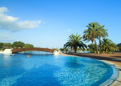 szardinia_hotel_4_csillagos_deli_part_garden_beach_hotel_resort_castiadas_medenceje