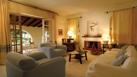 szardinia_hotel_4_csillagos_deli_part_hotel_is_morus_relais_pula_nappali