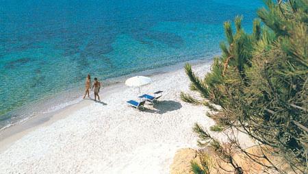 szardinia_hotel_4_csillagos_deli_part_hotel_is_morus_relais_pula_strand
