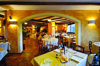 szardinia_hotel_4_csillagos_deli_part_tanka_village_resort_hotel_villasimius_etterem4