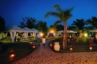 szardinia_hotel_4_csillagos_deli_part_tanka_village_resort_hotel_villasimius_kert