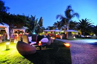 szardinia_hotel_4_csillagos_deli_part_tanka_village_resort_hotel_villasimius_kert3