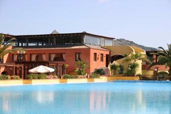 szardinia_hotel_4_csillagos_deli_part_tanka_village_resort_hotel_villasimius_kulso
