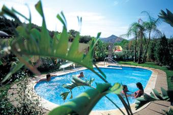 szardinia_hotel_4_csillagos_deli_part_tanka_village_resort_hotel_villasimius_medence