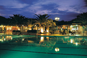 szardinia_hotel_4_csillagos_deli_part_tanka_village_resort_hotel_villasimius_medence2