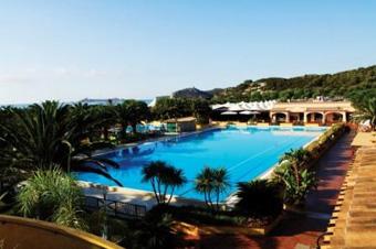 szardinia_hotel_4_csillagos_deli_part_tanka_village_resort_hotel_villasimius_medence3