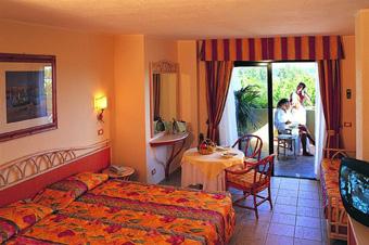 szardinia_hotel_4_csillagos_deli_part_tanka_village_resort_hotel_villasimius_szoba3