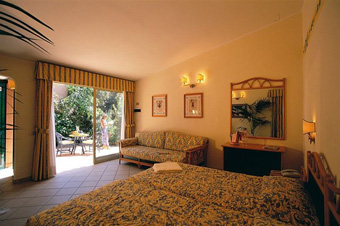szardinia_hotel_4_csillagos_deli_part_tanka_village_resort_hotel_villasimius_szoba4