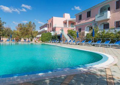 szardinia_hotel_4_csillagos_eszaki_part_ albergo_residence_club_gli_ontani_orosei_hotel_medenceje