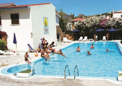 szardinia_hotel_4_csillagos_eszaki_part_ albergo_residence_club_gli_ontani_orosei_medence_elmeny