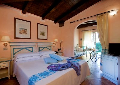 szardinia_hotel_4_csillagos_eszaki_part_colonna_country_porto_cervo_marina_halo