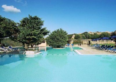 szardinia_hotel_4_csillagos_eszaki_part_colonna_country_porto_cervo_marina_medence