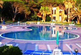 szardinia_hotel_4_csillagos_eszaki_part_hotel_corte_rosada_alghero_medence