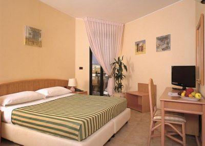 szardinia_hotel_4_csillagos_eszaki_part_hotel_residence_rina_alghero_haloszoba
