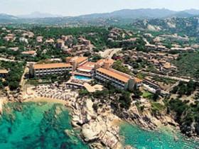 szardinia_hotel_4_csillagos_eszaki_part_hotel_smeraldo_beach_baia_sardinia_panorama