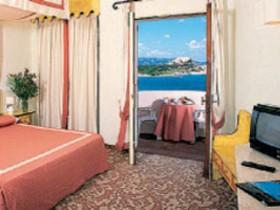 szardinia_hotel_4_csillagos_eszaki_part_hotel_smeraldo_beach_baia_sardinia_szoba