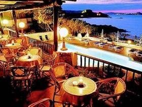 szardinia_hotel_4_csillagos_eszaki_part_hotel_smeraldo_beach_baia_sardinia_terasz