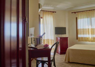 szardinia_hotel_4_csillagos_eszaki_part_parco_blu_club_resort_cala_gonone_halo