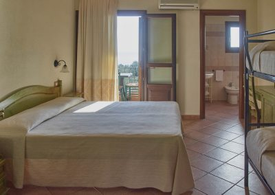 szardinia_hotel_4_csillagos_eszaki_part_parco_blu_club_resort_cala_gonone_haloszoba