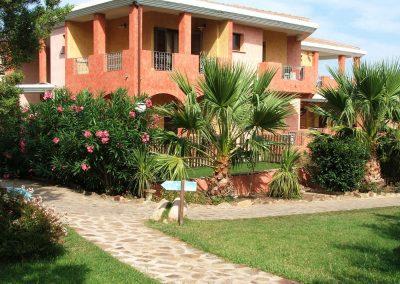 szardinia_hotel_4_csillagos_eszaki_part_parco_blu_club_resort_cala_gonone_hotel_kulso