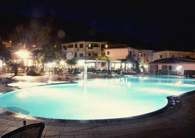 szardinia_hotel_4_csillagos_eszaki_part_parco_blu_club_resort_cala_gonone_medence