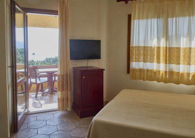szardinia_hotel_4_csillagos_eszaki_part_parco_blu_club_resort_cala_gonone_szoba