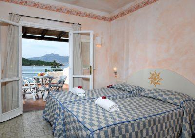 szardinia_hotel_4_csillagos_eszaki_part_park_hotel_resort_baia_sardinia_haloszoba