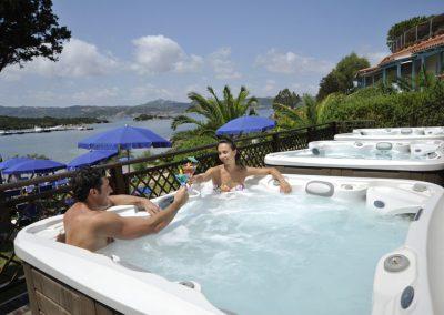 szardinia_hotel_4_csillagos_eszaki_part_park_hotel_resort_baia_sardinia_jacuzzi