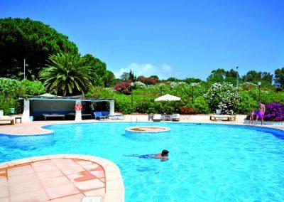 szardinia_hotel_4_csillagos_eszaki_part_park_hotel_resort_baia_sardinia_medenceje