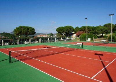 szardinia_hotel_4_csillagos_eszaki_part_park_hotel_resort_baia_sardinia_teniszpalya