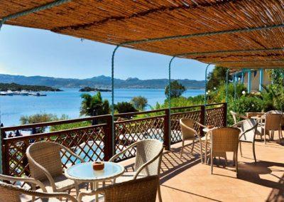 szardinia_hotel_4_csillagos_eszaki_part_park_hotel_resort_baia_sardinia_terasz
