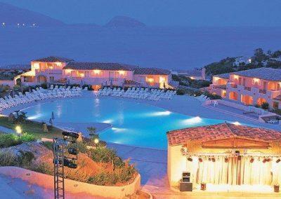 szardinia_hotel_4_csillagos_eszaki_part_valtur_colonna_beach_gofo_aranci_este