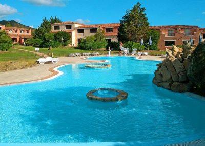 szardinia_hotel_4_csillagos_eszaki_part_valtur_colonna_beach_gofo_aranci_medence