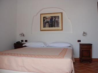 szardinia_hotel_4_csillagos_keleti_part_hotel_nuraghe_avru_cala_gonone_szoba4