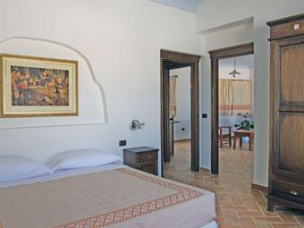 szardinia_hotel_4_csillagos_keleti_part_hotel_nuraghe_avru_cala_gonone_szoba5