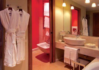 szardinia_hotel_5_csillagos_deli_part_chia_laguna_resort_chia_furdoszoba