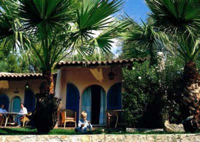 szardinia_hotel_5_csillagos_deli_part_forte_village_resort_luxus_udulofalu_pula_bungalow