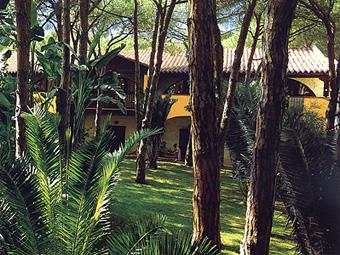 szardinia_hotel_5_csillagos_deli_part_forte_village_resort_luxus_udulofalu_pula_kert