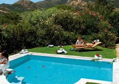 szardinia_hotel_5_csillagos_deli_part_forte_village_resort_luxus_udulofalu_pula_medence