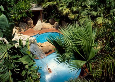 szardinia_hotel_5_csillagos_deli_part_forte_village_resort_luxus_udulofalu_pula_medence_panorama