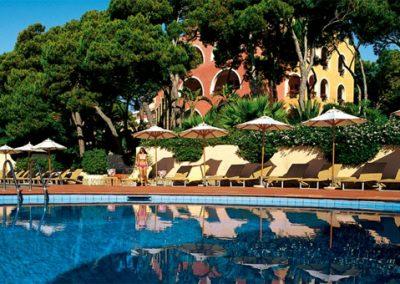szardinia_hotel_5_csillagos_deli_part_forte_village_resort_luxus_udulofalu_pula_medenceje