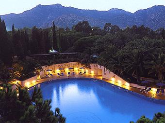 szardinia_hotel_5_csillagos_deli_part_forte_village_resort_luxus_udulofalu_pula_udulofalu
