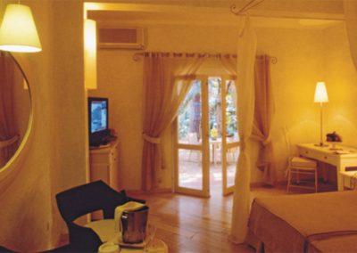 szardinia_hotel_5_csillagos_deli_part_forte_village_resort_luxus_udulofalu_szobaja