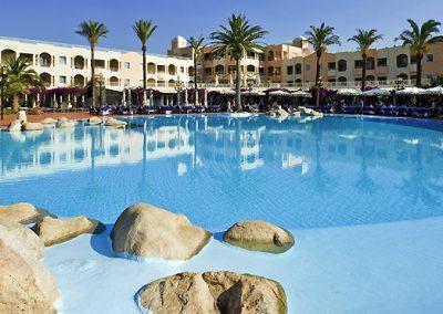 szardinia_hotel_5_csillagos_deli_part_pullmann_timi_ama_sardegna_villasimius_hotel_kulso