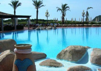 szardinia_hotel_5_csillagos_deli_part_pullmann_timi_ama_sardegna_villasimius_hotel_medence