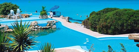 szardinia_hotel_5_csillagos_eszaki_part_collona_hotel_capo_testa_santa_teresa_di_gallura_medence