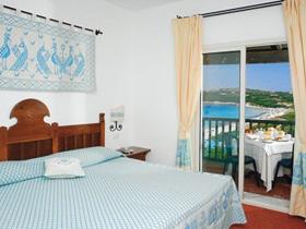 szardinia_hotel_5_csillagos_eszaki_part_collona_hotel_capo_testa_santa_teresa_di_gallura_szoba