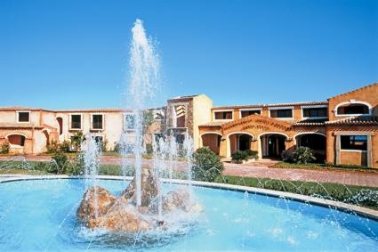 szardinia_hotel_5_csillagos_eszaki_part_colonna_resort_porto_cervo_medence